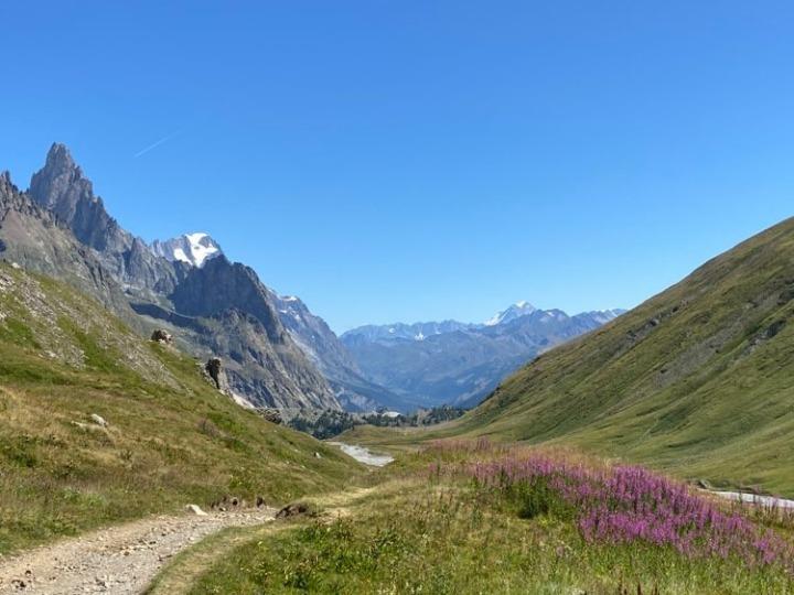 Hiking the Tour du Mont Blanc: Chamonix toCourmayeur